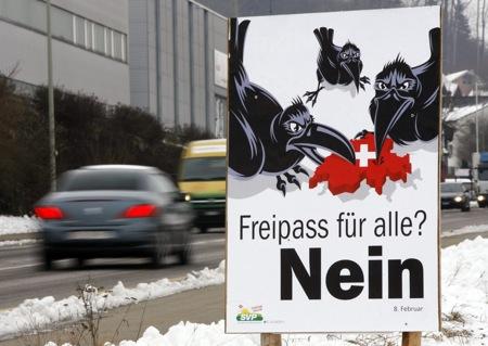 Ein Wahlplakat in Tagelswangen am Donnerstag, 8. Januar 2009. Am 8. Februar 2008 stimmt das Stimmvolk ueber die Personenfreizuegigkeit ab. (KEYSTONE/Steffen Schmidt)