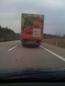 Auf dem Lkw steht: «Vitamine und Mineralstoffe? Da gibt's doch was von Ratiopharm.»